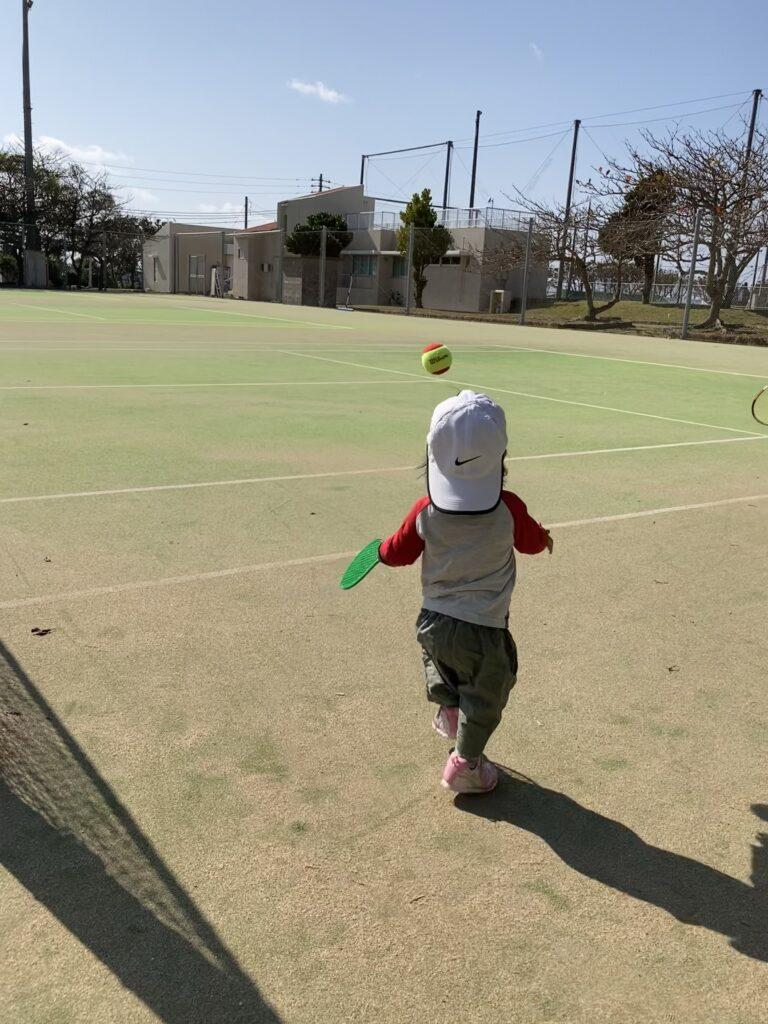 tennissiterukids-ball-oikaketeru